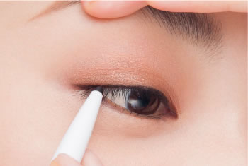 Using a pencil liner, draw along the lash line in a filling motion