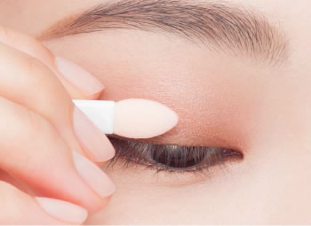 Shade and blend the line between the colors to a natural look. using your fingertip or the applicator